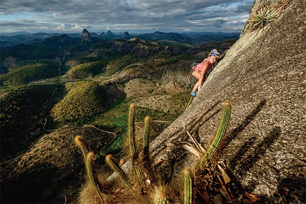 Sasha DiGiulian climbs Pedra Riscada in Sao Jose do Divino, Brazil on july 24, 2016 // Marcelo Maragni/Red Bull Content Pool // P-20160901-00428 // Usage for editorial use only // Please go to www.redbullcontentpool.com for further information. //  (Foto: Divulgação)