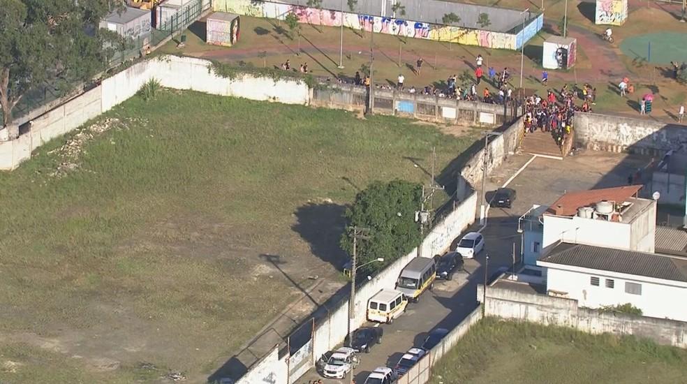 Imagem mostra local onde garoto de nove anos foi atacado por cães  — Foto: Reprodução/ TV Globo