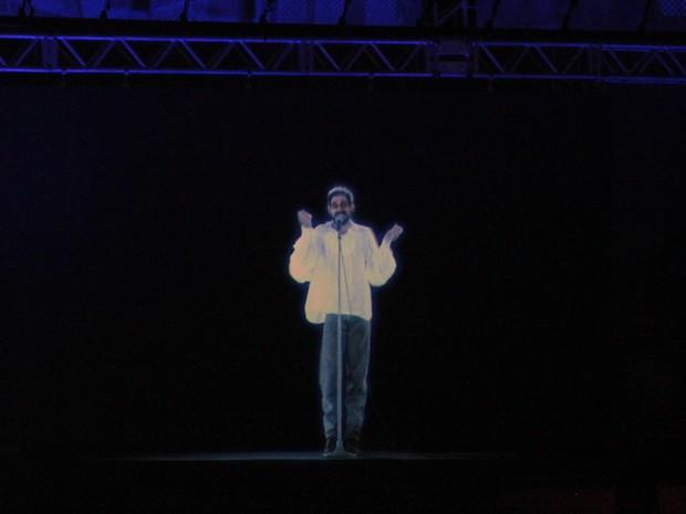 Tecnologia traz holografia do cantor Renato Russo em show que o homenageia neste sábado (29), em Brasília. (Foto: Guto Zafalan)