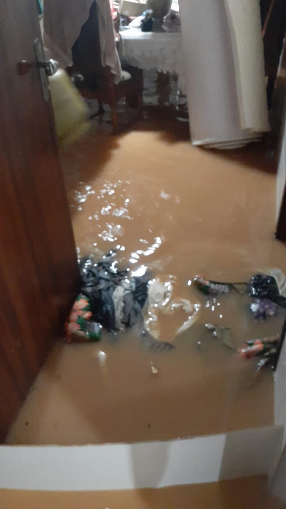 Alagamento em casa de Canelinha — Foto: Prefeitura de Canelinha/ Divulgação