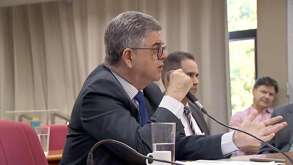 Secretário estadual de Fazenda de MS, Marcio Monteiro, durante depoimento a CPI na Assembleia Legislativa (Foto: Reprodução/TV Morena)