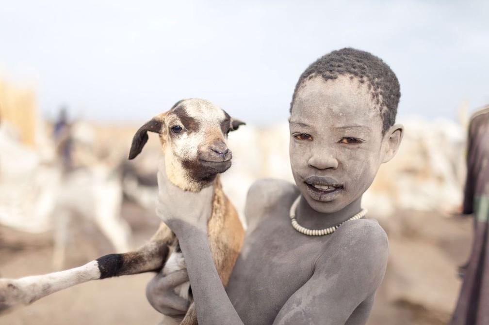 Criança da etnia Mundari, no Sudão do Sul (Foto: Bruno Feder)