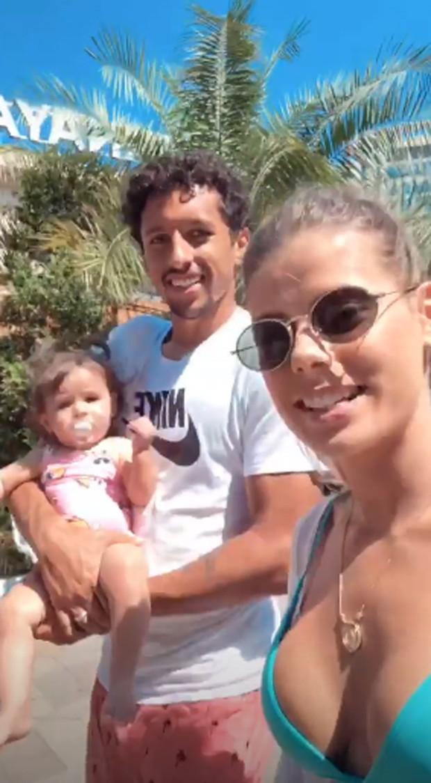 Marquinhos e Carol Cabrino com Duda (Foto: Reprodução/Instagram)