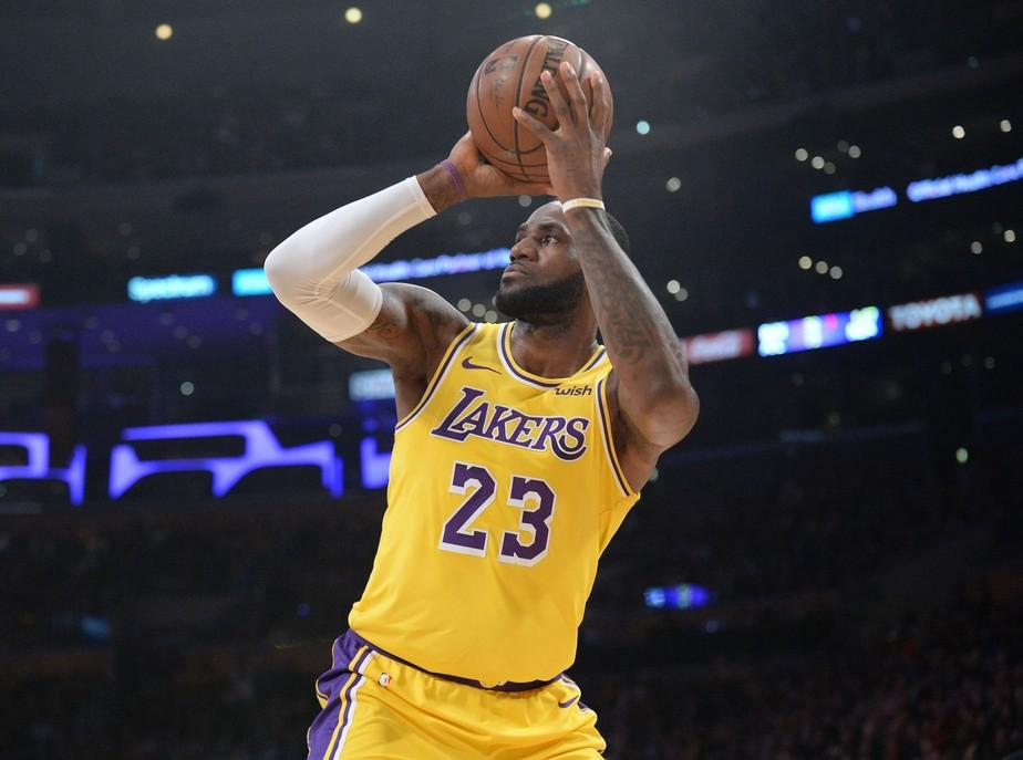 099a8a115 ... Semana NBA  Lebron James passa Michael Jordan e se torna o quarto maior  pontuador da