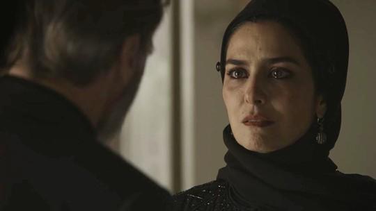 Em 'Órfãos da Terra', Aziz arma plano e flagra Soraia indo para quarto de Hussein