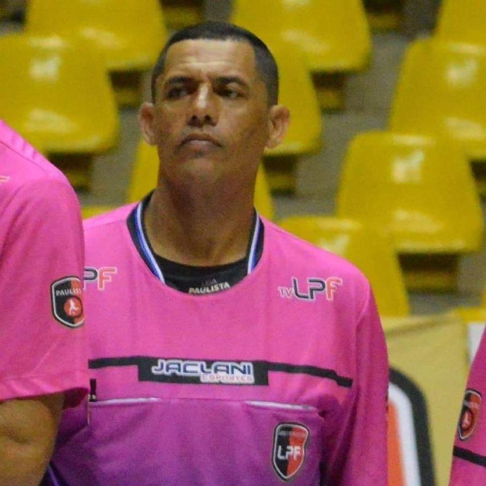 Isildo Fabiano Bianchi tinha 44 anos e apitava jogo da Copa Paulista de Futsal — Foto: Maicon Reis