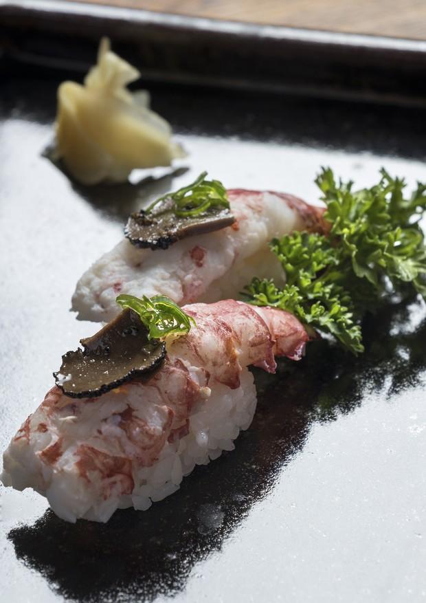 Sushi de polvo com trufas negras (Foto: Divulgação)