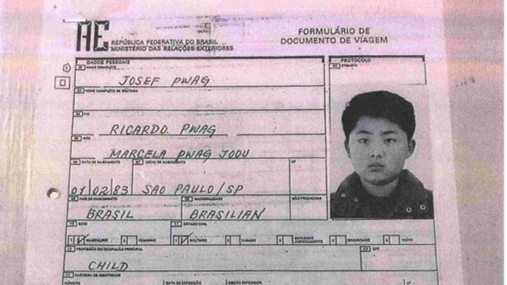 -  Formulário em nome de Josef Pwag para emissão de passaporte: agência Reuters diz que documento foi usado pelo líder norte-coreano Kim Jong-un para pe