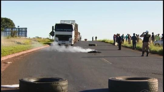 Caminhoneiros fazem 2º dia de protesto em rodovias do Triângulo Mineiro e Alto Paranaíba