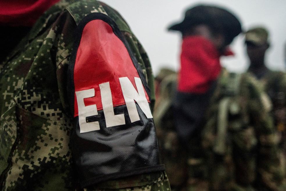 -  Foto de arquivo mostra integrantes da guerrilha  ELN  em um campo de treinamento às margens do rio San Juan, na Colômbia  Foto: Luis Robayo/AFP/Arqui