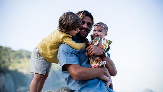 Felipe Simas faz declaração: 'O que me inspira é deixar um legado pros meus filhos'