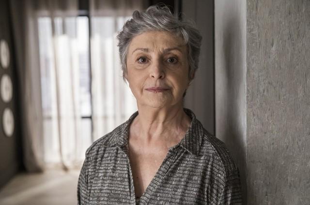 Ana Lúcia Torre é Berta em 'A dona do pedaço' (Foto: Reprodução)