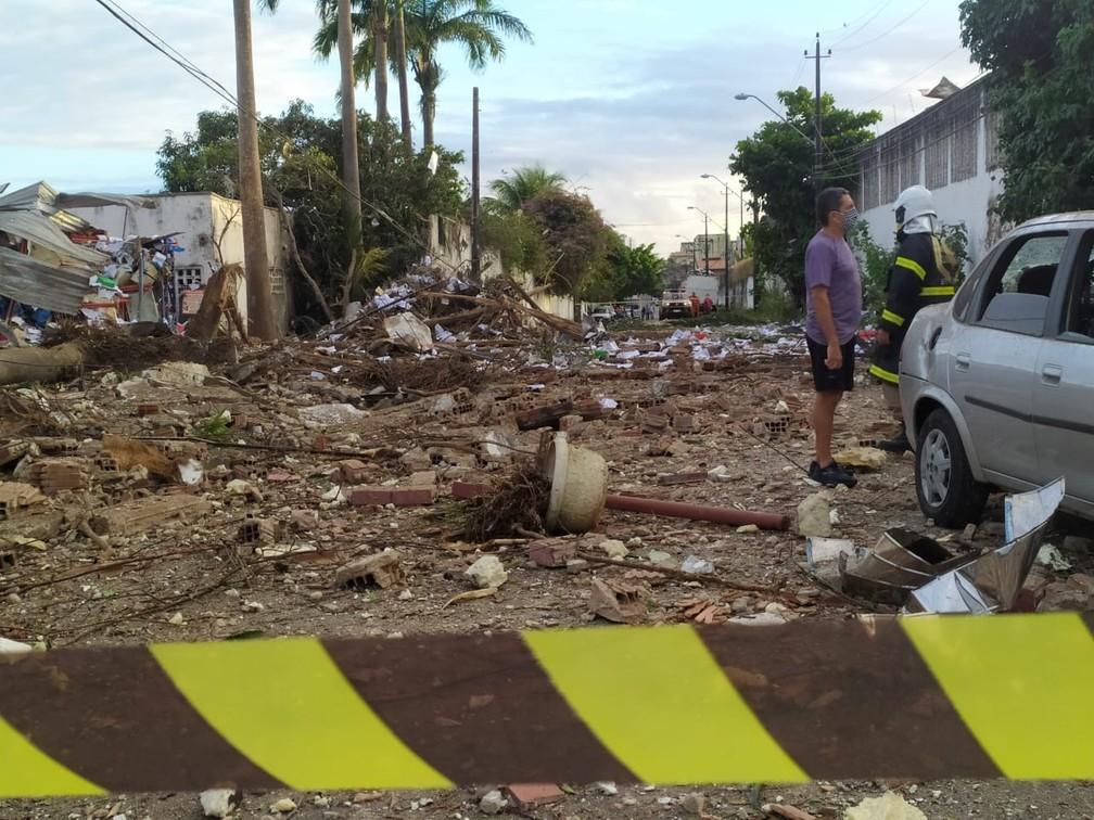 Fábrica explodiu durante a madrugada e assustou mordores — Foto: Halisson Ferreira/SVM