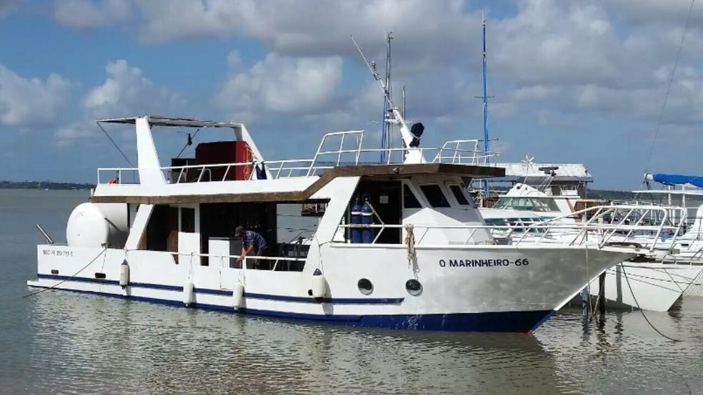 Embarcação com cinco pessoas naufragou na foz do Rio Preguiças, em Barreirinhas (MA) — Foto: Divulgação/Capitania dos Portos do Maranhão