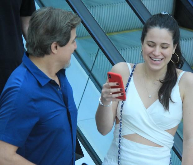 Sophia Raia em passeio com Edson Celulari  (Foto: Dilson Silva/AgNews)