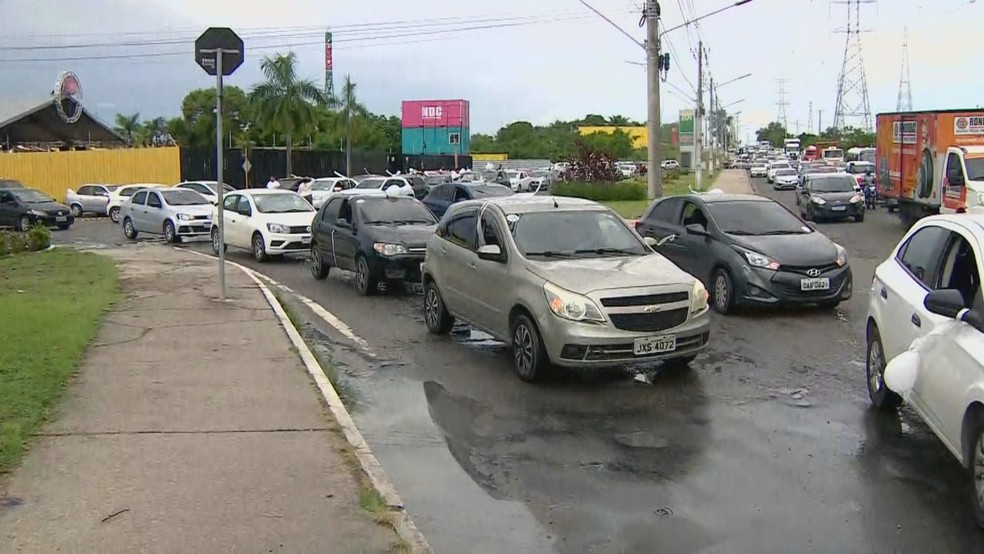 O ato ocorreu na tarde desta terça-feira (19) e chegou a afetar a passagem de veículos no local.  — Foto: Iranilson Valente/Rede Amazônica