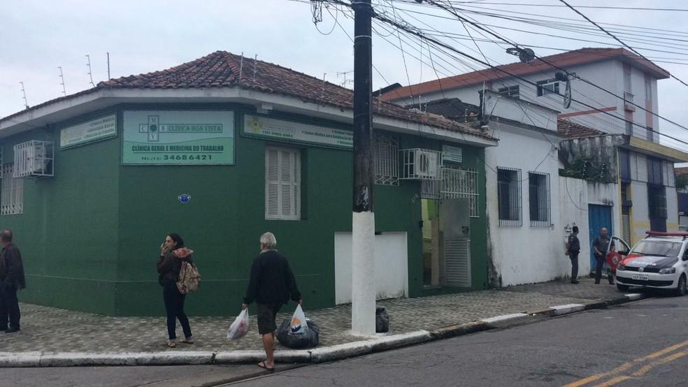 Clínica médica localiza-se no Centro de São Vicente, SP  (Foto: Adriana Cutino/G1)