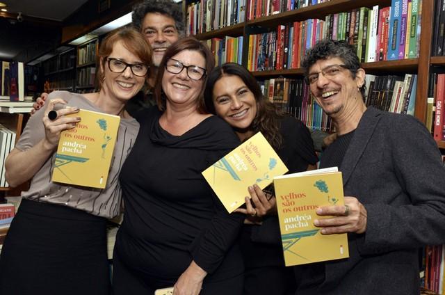 A juíza Andréa Pachá com Bianca Ramoneda, Eduardo Moscovis, Dira Paes e Pedro Luís (Foto: Cristina Granato)