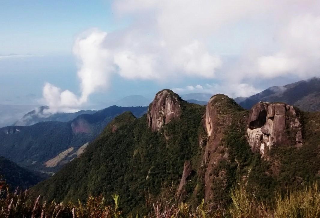 Turistas são retirados por PM da Pedra da Macela em Cunha, SP