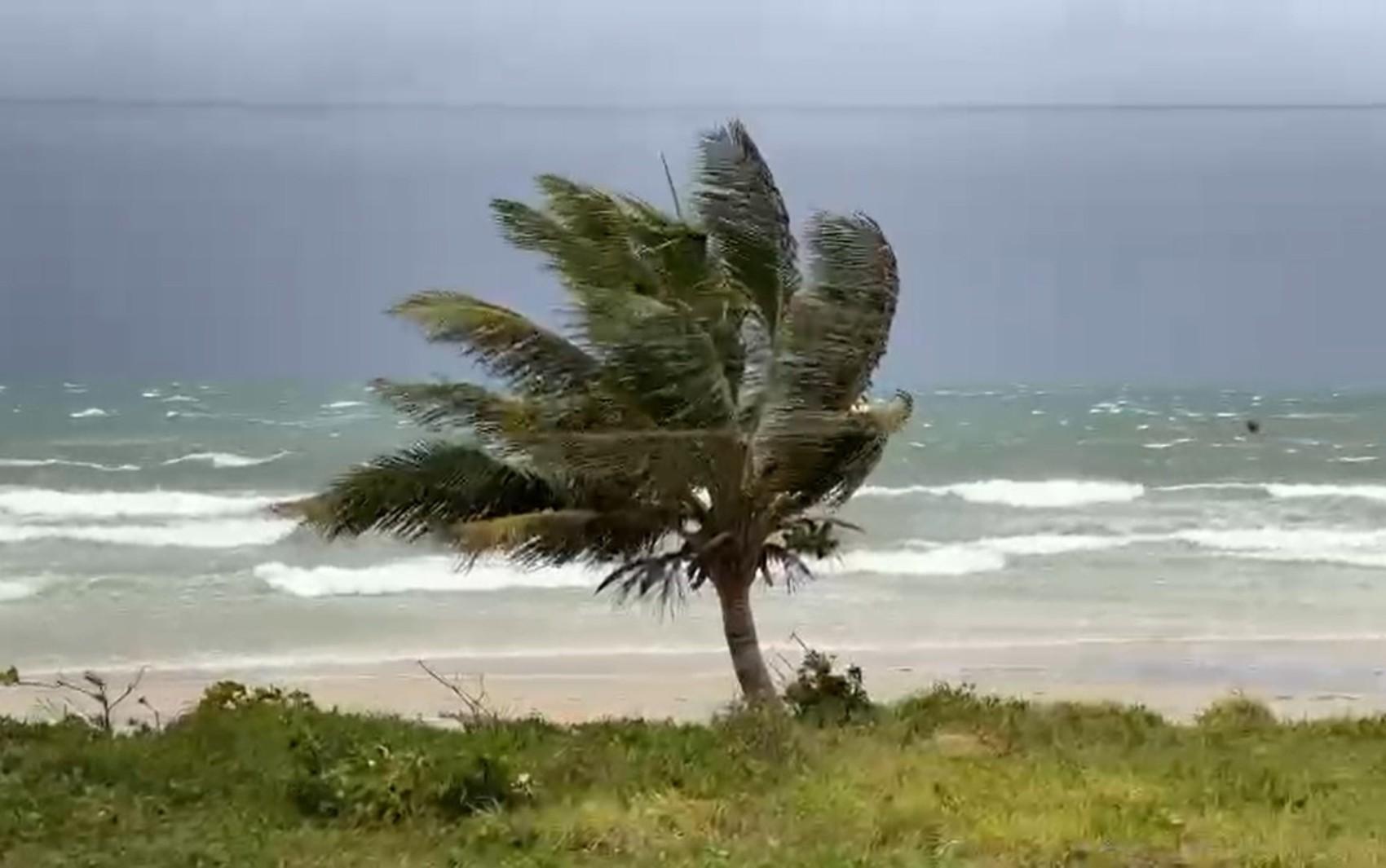 Marinha emite alerta de mau tempo com ventania e ondas que podem chegar até 5 metros em alto mar no sul da BA