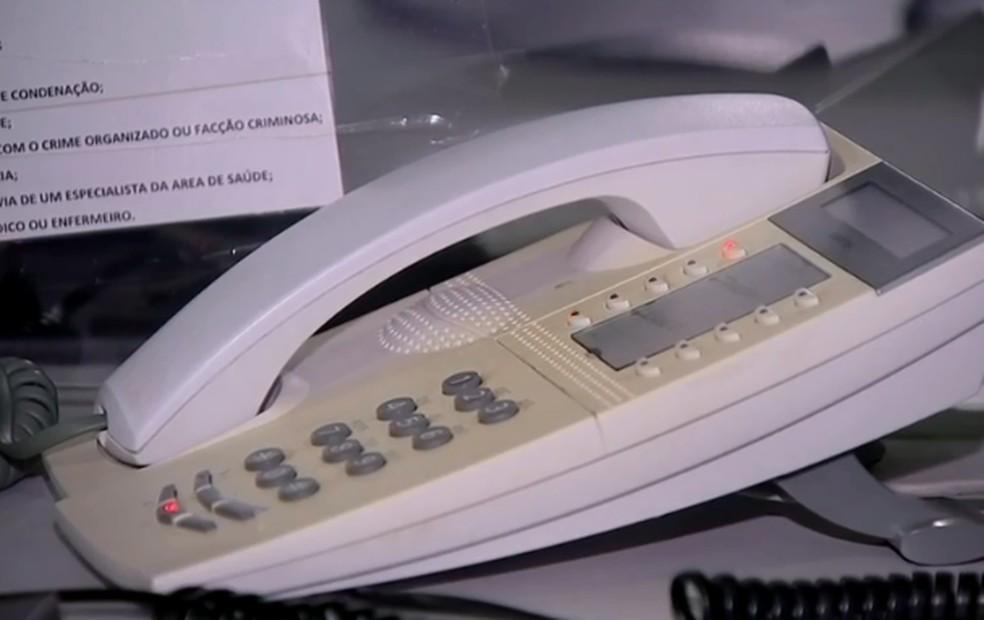 Pessoas também costumam ligar para o número de emergência para pedirem informações em Bauru  — Foto: Reprodução/TV TEM