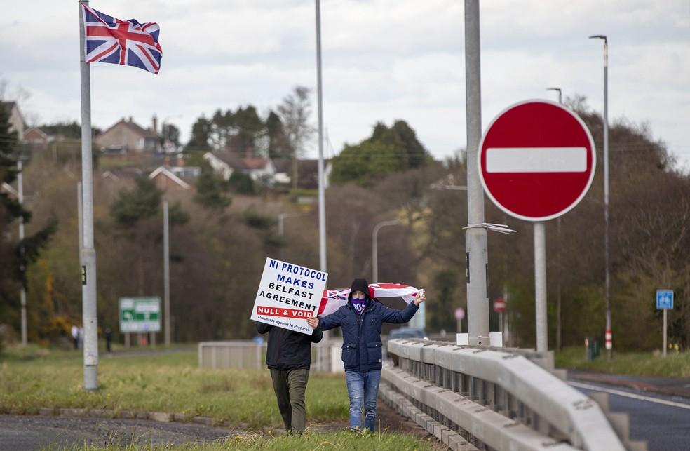 Protesto na terça-feira (7) contra protocolo sobre a Irlanda do Norte após o Brexit — Foto: Paul Faith/AFP