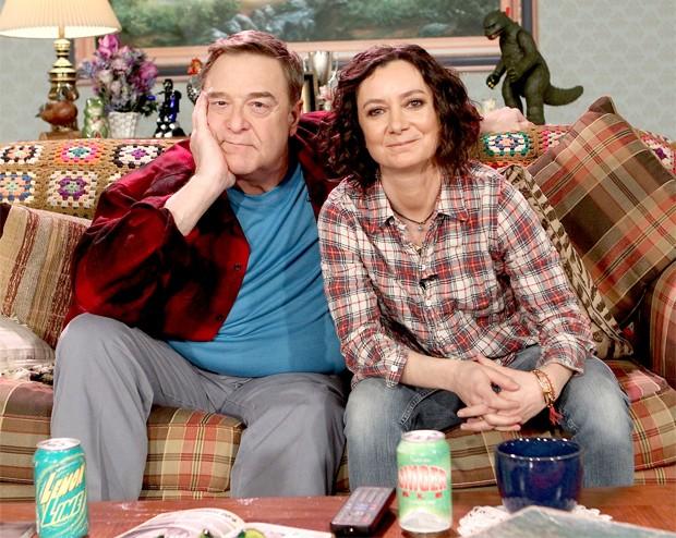 John Goodman e Sara Gilbert (Foto: Divulgação/ABC)