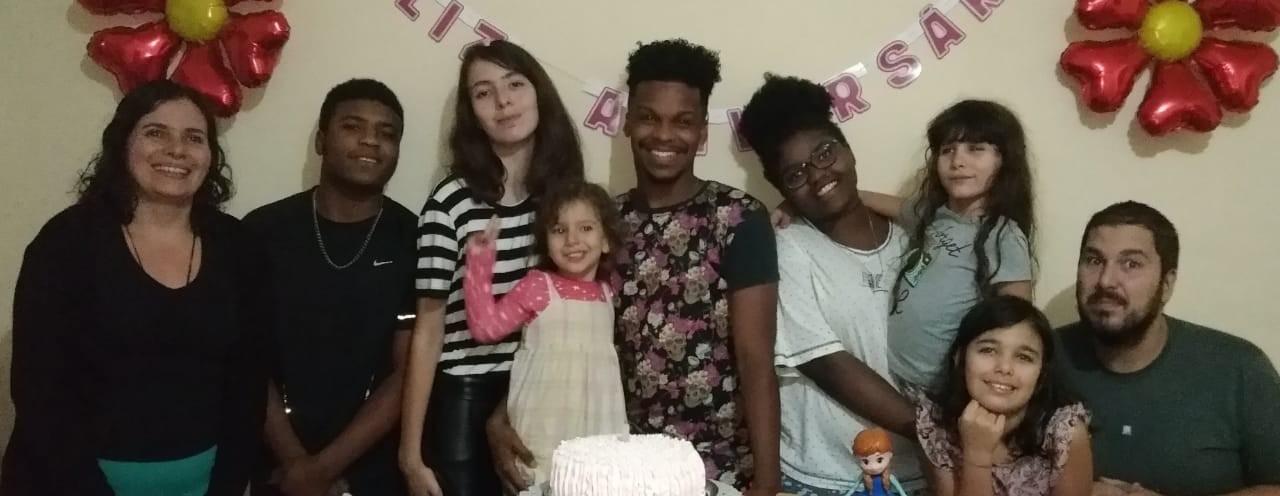 'Desejo de ajudar': família acolhedora de Juiz de Fora fala sobre a experiência