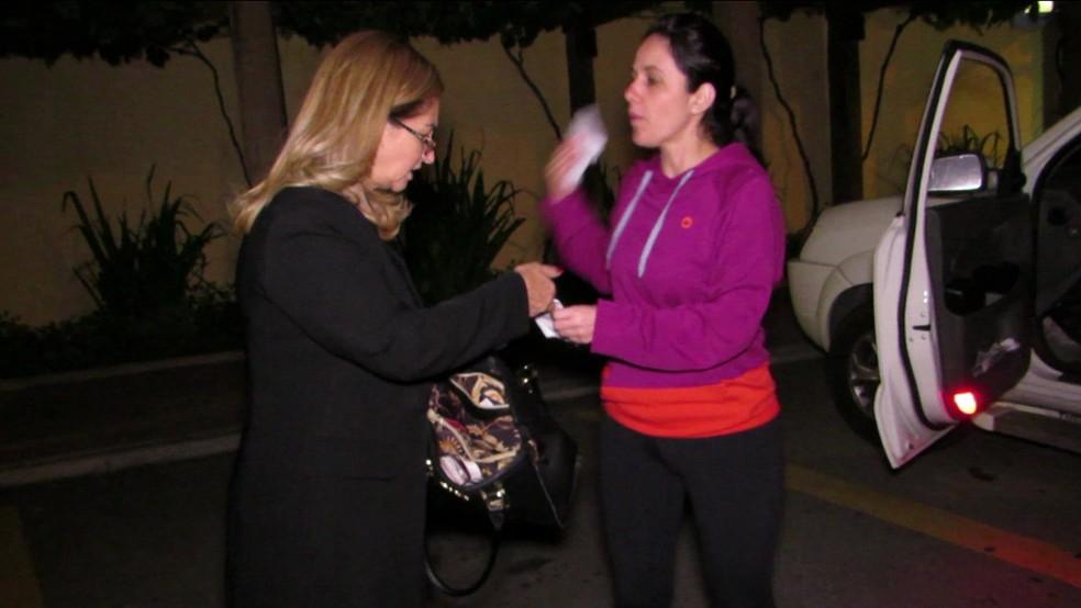 Advogada e presidente da OAB de Osasco (à esquerda), foi presa em flagrante após sair de restaurante (Foto: Reprodução/TV Globo)