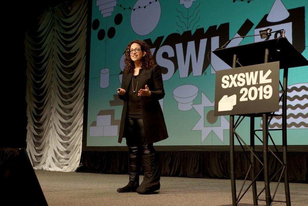 A futurista Amy Webb em apresentação no SXSW 2019 (Foto: Mike Jordan/Getty Images)