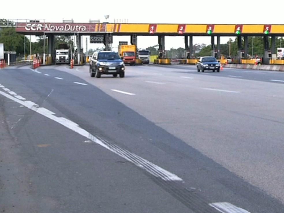 Um dos pontos de pedágio na Via Dutra (Foto: Reprodução/TV Rio Sul)
