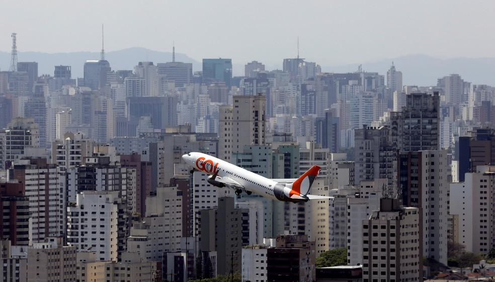 Avião da Gol Linhas Aereas Inteligentes SA decola do aeroporto de Congonhas em São Paulo em foto de 11 de setembro de 2017 — Foto: Paulo Whitaker/Reuters