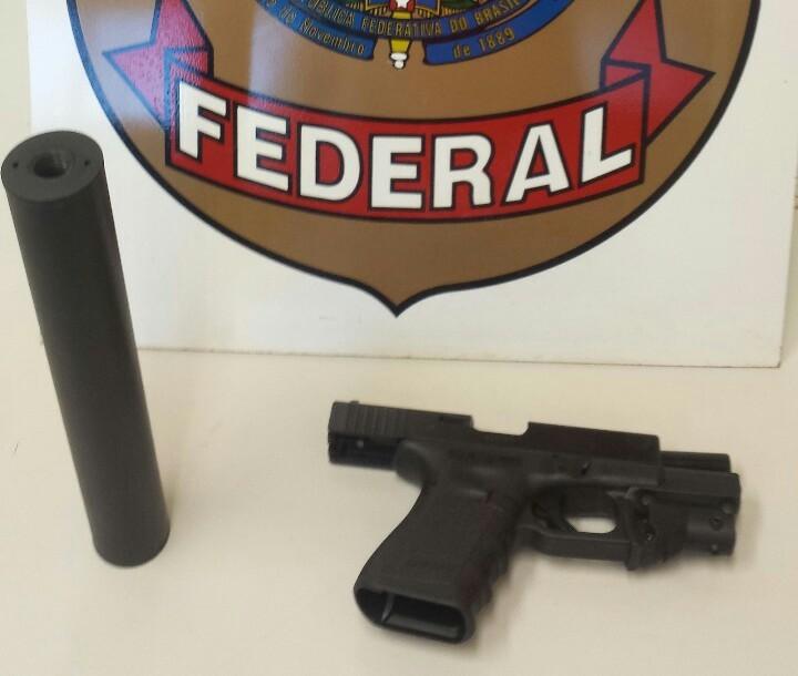 Suspeito de atear fogo em viaturas do Gaeco é preso com silenciador e mira laser em MS