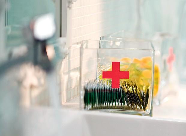 Se for preciso, o convidado acha na minifarmácia o analgésico, o antiácido ou o antídoto para enjoos que está acostumado a tomar (Foto: Dulla/Editora Globo)