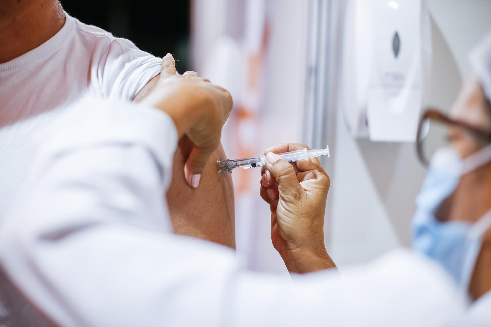 Covid: Curitiba vai vacinar com a 1º dose pessoas com 36 anos completos nascidas no segundo semestre, na segunda-feira (26)