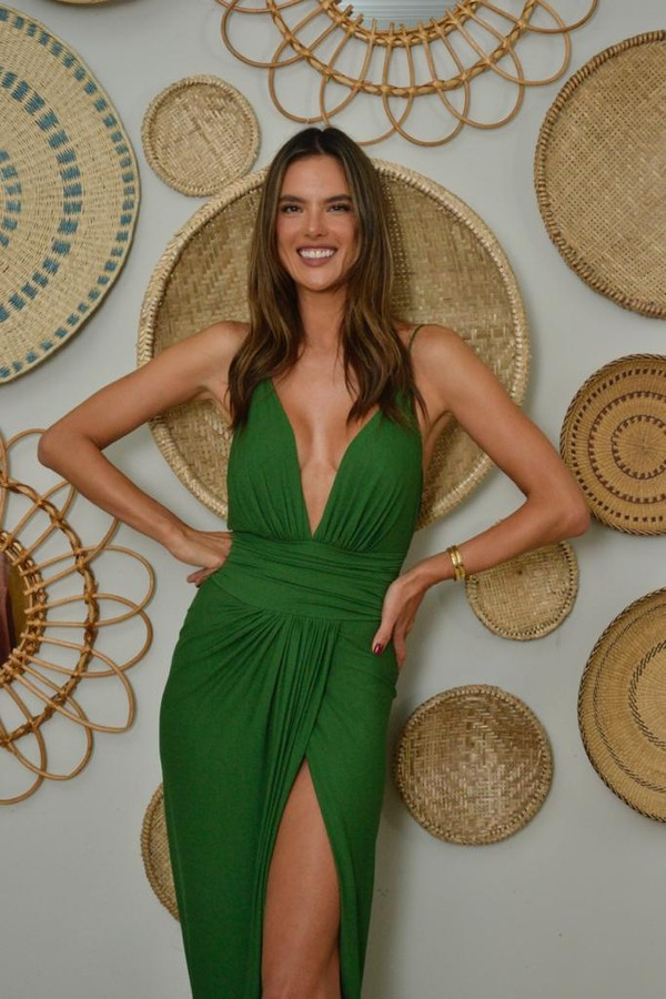 Alessandra Ambrosio eat coxinha (in the Photo: playback)
