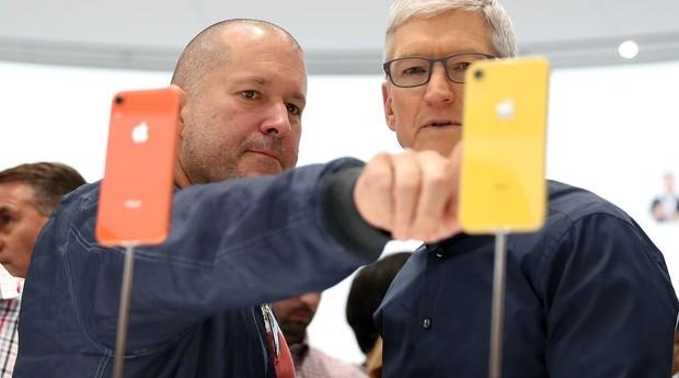 Jony Ive e Tim Cook, CEO da Apple (Foto: Justin Sullivan/Getty Images)