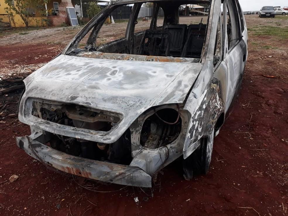 Carro da vítima foi encontrado queimado em Tatuí (Foto: Divulgação/Policia Militar)