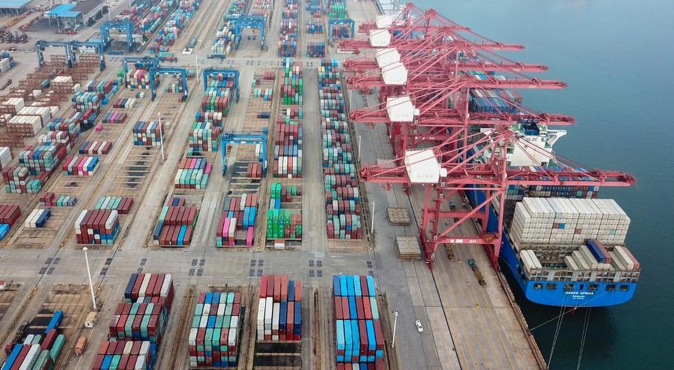 Imagem de 14 de julho do porto de Lianyungang, na China — Foto: AFP