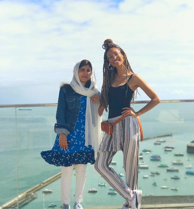 Malala com a jornalista norte-americana Elaine Welteroth em Salvador (Foto: Reprodução / Instagram)