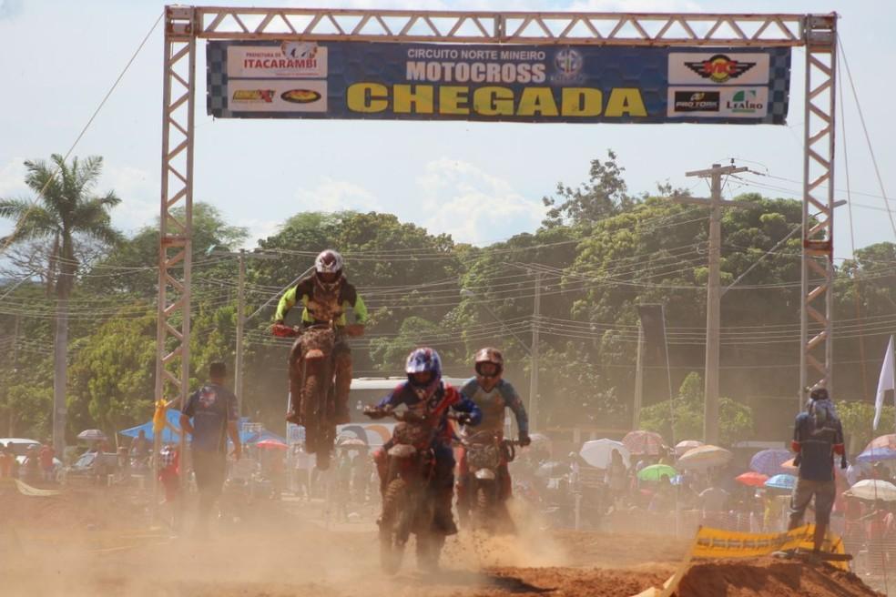 Cerca de 120 competidores de vários estados brasileiros participaram do circuito (Foto: Alex Sezko)