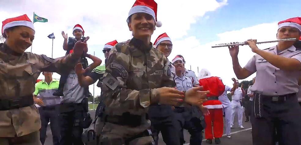 Ao Som De Happy Policiais Militares Do Df Fazem Vídeo De