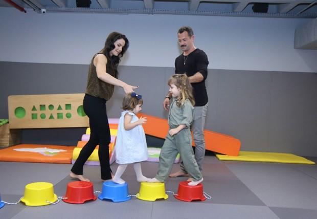 Kyra Gracie e Malvino Salvador com as filhas, Ayra e Kyara (Foto: Daniel Pinheiro/AgNews)