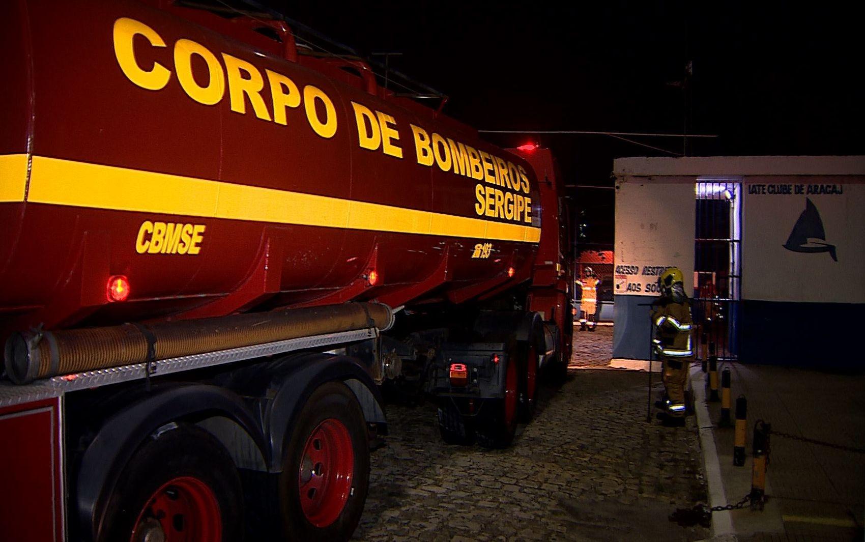 Incêndio atinge embarcação em Aracaju na noite deste domingo