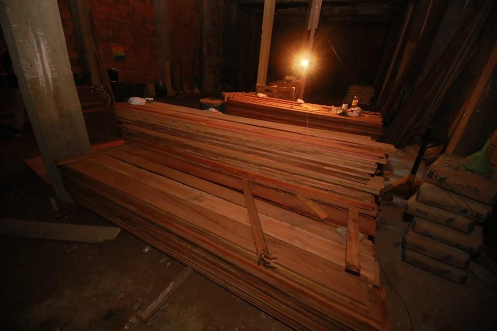 Segundo polícia, 95% da madeira vendida pelos empresários desse esquema era de origem criminosa. — Foto: Divulgação/SSP-AM