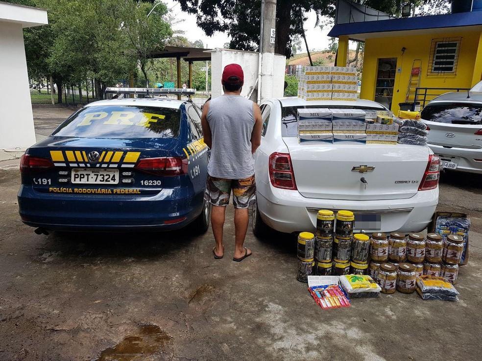 Carga de cigarro é apreendida pela PRF, em Itapemirim, no ES  — Foto: Divulgação/ PRF-ES
