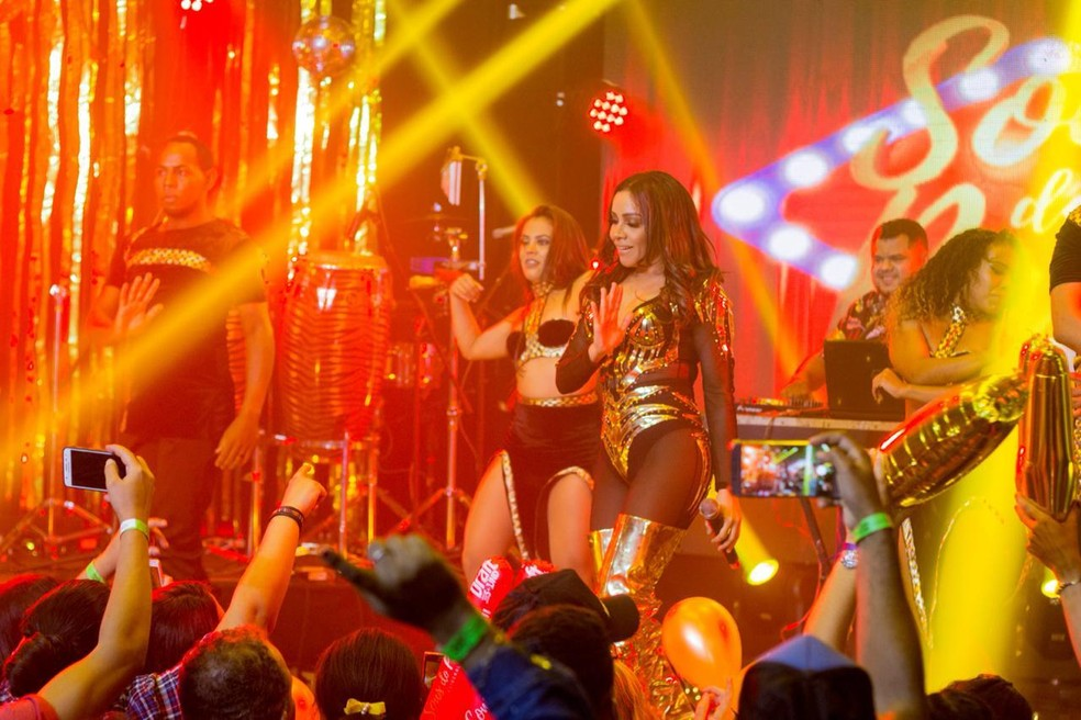 """Cantora Viviane Batidão criou versão tecnomelody de """"Shallow"""" — Foto: Arquivo Pessoal/ Viviane Batidão."""