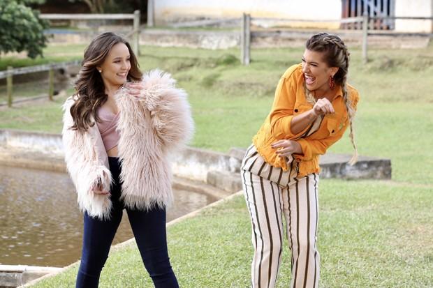 Larissa Manoela e Lorena Improta (Foto: Manuela Scarpa/Brazil News)