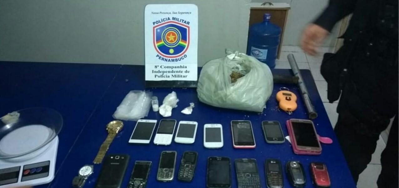 Mulher é presa suspeita de tráfico de drogas em Pesqueira