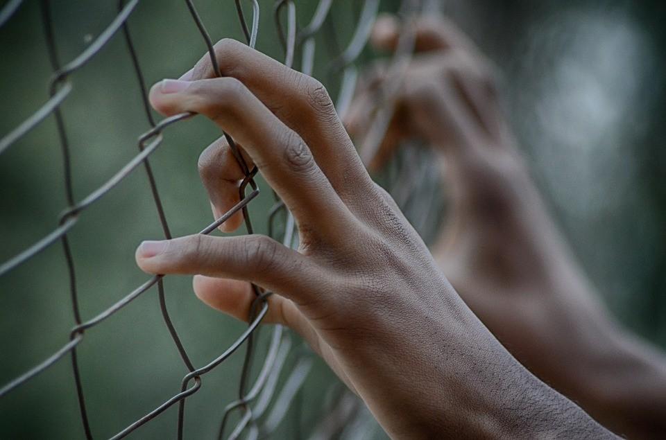 Sarah, hoje com 26 anos, conseguiu escapar dos seus sequestradores (Foto: Pixabay)